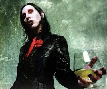 Marilyn Manson toma Absinto